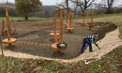 Úprava svahu u dětského hřiště