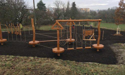 Úprava terénu pod dětským hřištěm