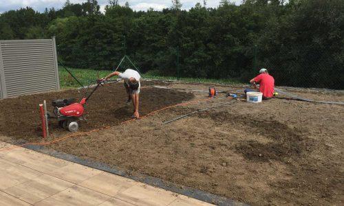 Přípravné práce – terénní úpravy, instalace zahradních obrub