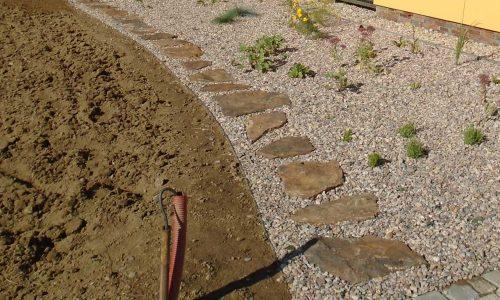Terénní úpravy, práce s kamenem, výsadby, mulčování